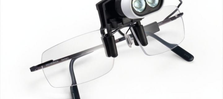 Lupen-Brille mit mobiler Beleuchtung